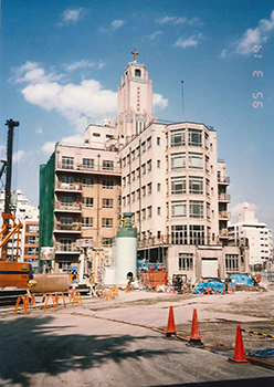 1995 Old building under construction